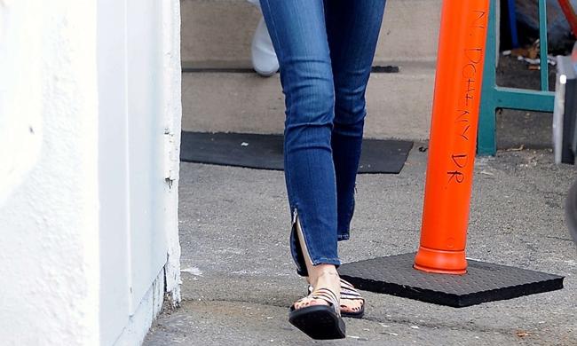 脚踝有点胖的女孩纸 请认准这条牛仔裤