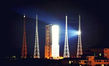 长征7号火箭发射场夜景曝光 灯火通明壮观异常