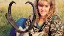 实拍美女猎手与狮豹熊鹿等猎物合影笑容灿烂:打猎是善行