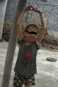 小孩因偷摘葡萄被园主吊葡萄架下