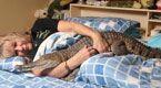 女子迷恋鳄鱼每日同床 不惜和丈夫离婚