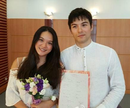 凤小岳与女友正式结婚 今年1月未婚生子