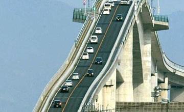 这个地方竟然把桥建成了这样 犹如过山车!