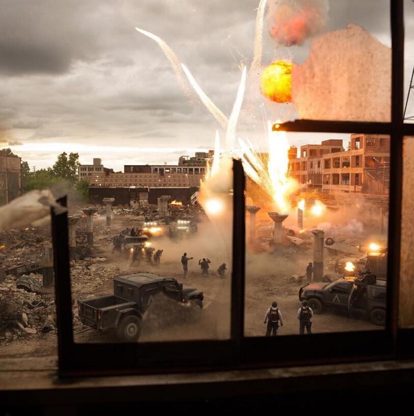 《变形金刚5》新片场照 现迈克尔·贝招牌式大爆炸!