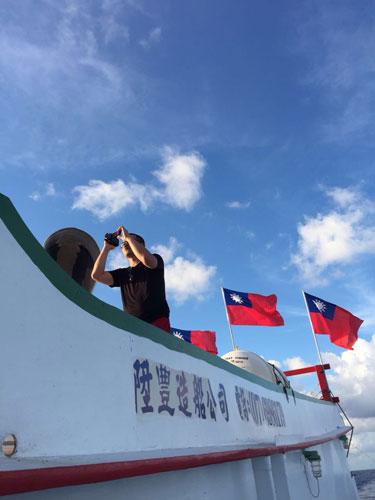 凤凰记者前往太平岛:船队已进入南海