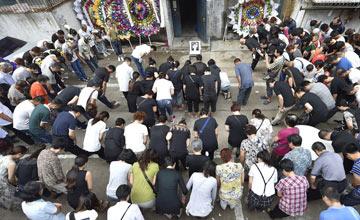 一个让街坊集体鞠躬告别的牺牲者
