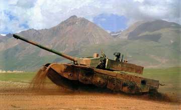 凤凰军机处:中国火炮低调霸道 各位请小心!