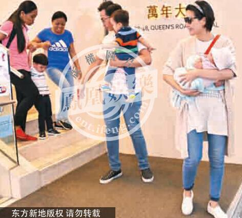 【星娱TV】陈豪小女儿首次曝光 一家五口甜蜜出游
