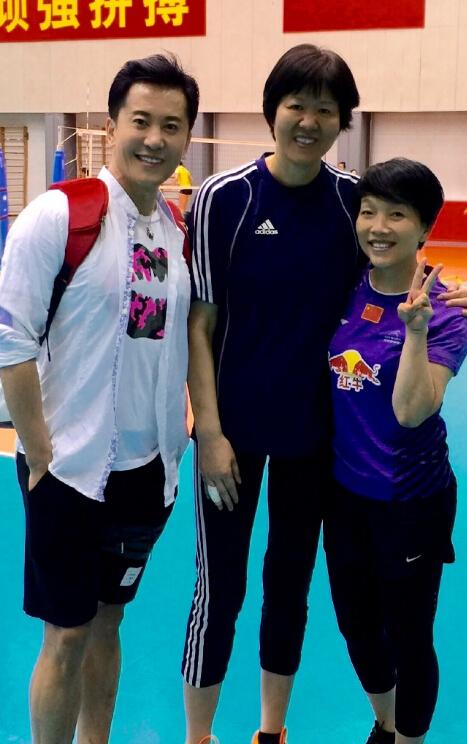 【星娱TV】毛宁晒与中国女排队员合影 祝福里约奥运