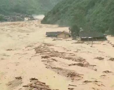 四川九寨沟发生特大泥石流 民房被冲毁