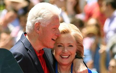 美前总统克林顿为老婆站台 甜蜜回忆两人相遇