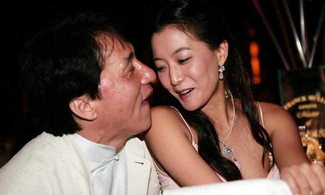"""成龙韩国""""旧爱""""中年发福"""