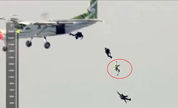 他从7600米高空跳下 没有降落伞!