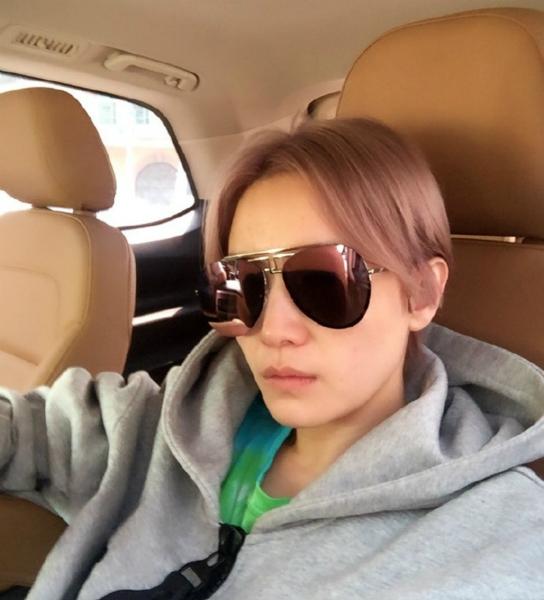 【星娱TV】宋佳晒短发炫酷新造型 网友:差点看成鹿晗(图)