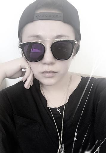 【星娱TV】马丽晒自拍变冷酷范 网友直呼:想嫁!