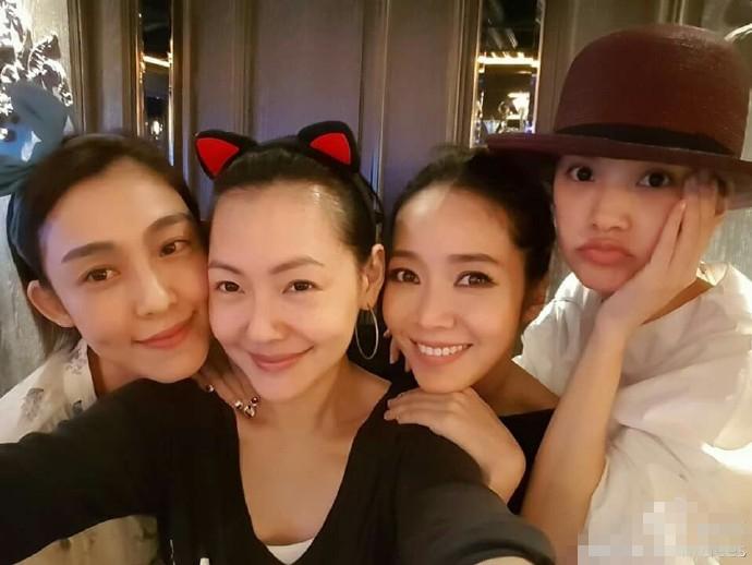 【星娱TV】小S拉侯佩岑杨丞琳合影 称范玮琪才是最好的朋友