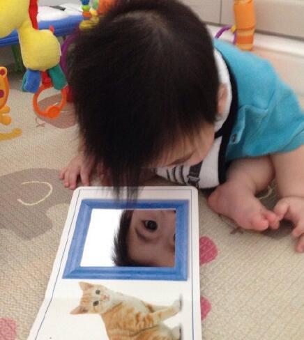 """【星娱TV】这是谁?林志颖小儿子奇怪地看着""""镜中的自己"""""""