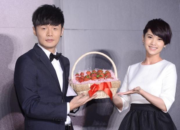 【星娱TV】李荣浩杨丞琳好事将近?亲家相聚疑订婚期