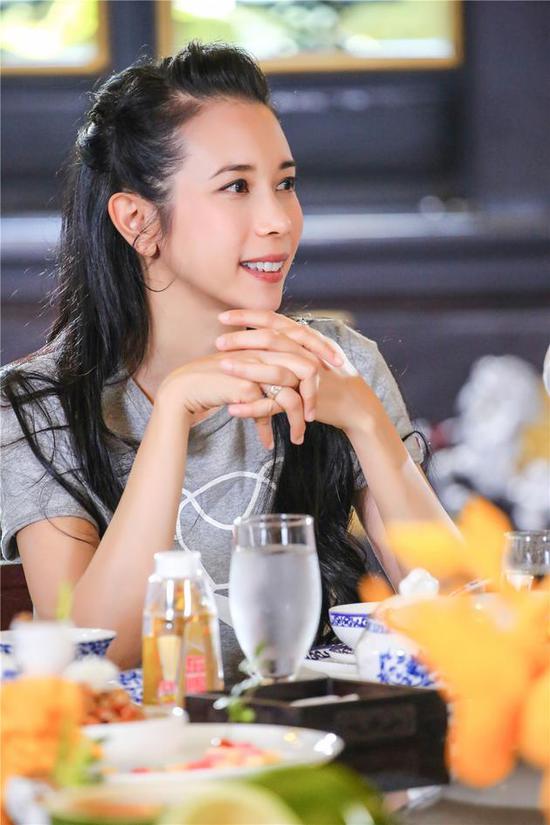 """【星娱TV】莫文蔚:去真人秀为""""偷师"""" 好身材来自遗传"""