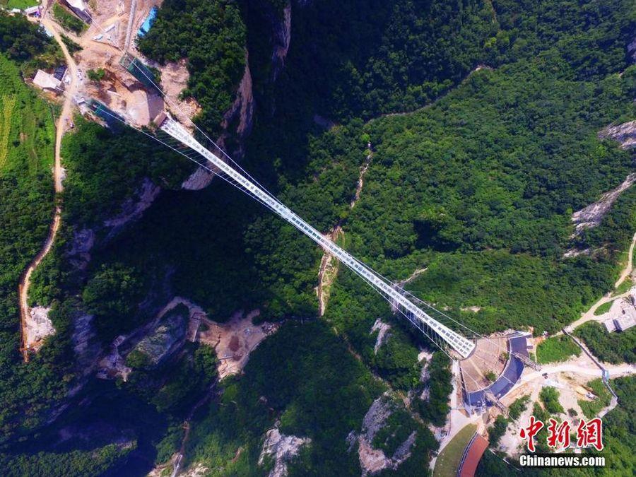 300米高空体验张家界大峡谷玻璃桥