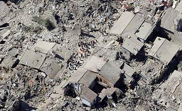 意大利地震前后对比照 天堂变废墟