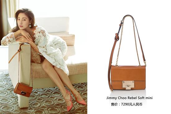 较正式的装扮,浅咖色的Jimmy Choo Rebel Soft mini手袋颜色大方
