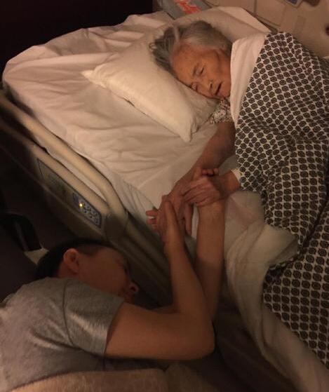 【星娱TV】55岁宋丹丹与生命垂危母亲四手紧握 画面让人动容