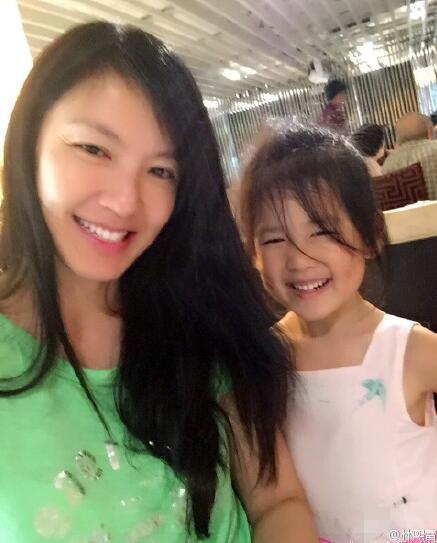 林熙蕾晒照庆爱女5岁生日 小公主越长越可爱