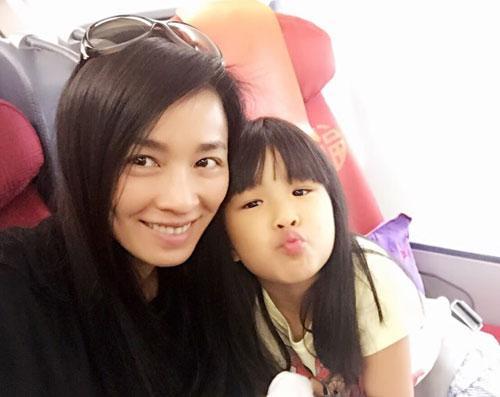 【星娱TV】自认对孩子太严格 张庭发微博给女儿道歉