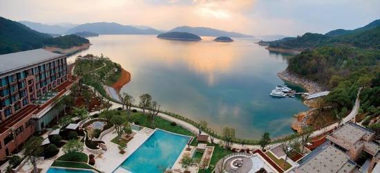 登梅峰岛俯瞰千岛湖全景