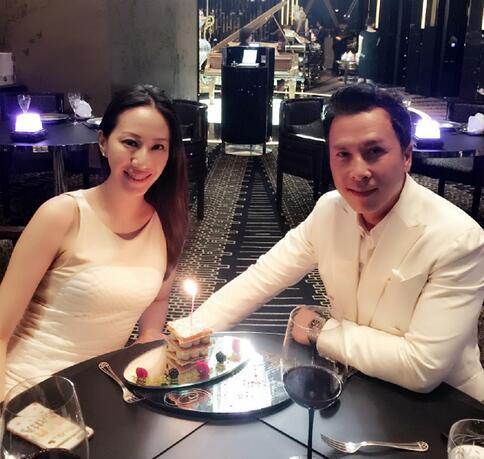 【星娱TV】结婚13周年!甄子丹烛光晚餐示爱汪诗诗