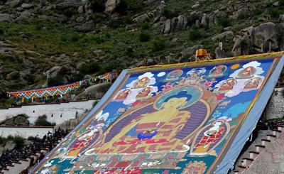 蔚为壮观!一幅巨型佛像引数十万人瞻礼