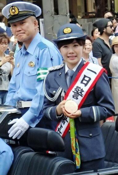 警服常服及领花佩戴