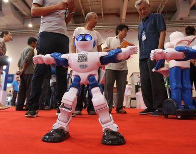 """潍坊举办机器人展览 各式机器人""""大聚会"""""""