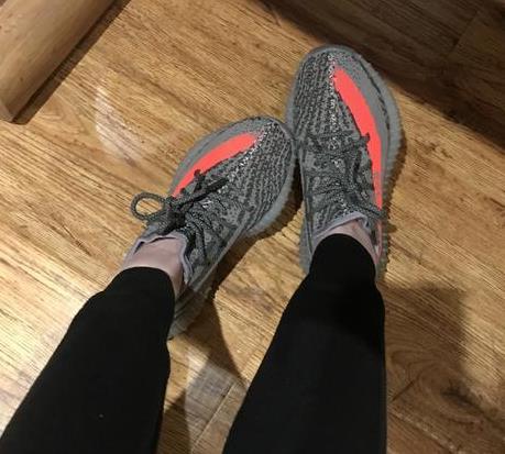 王思聪和网红穿情侣鞋 被酸:又贵又丑