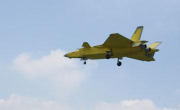 中国最新一架歼20试飞 数量质量双重碾压日本F-35