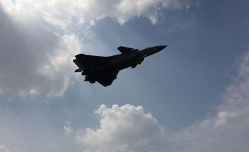 中国最新三架歼-20同时现身 两黄一黑未刷编号