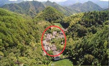 神秘无人村发现惊人秘密 遇到这种房子千万不要进
