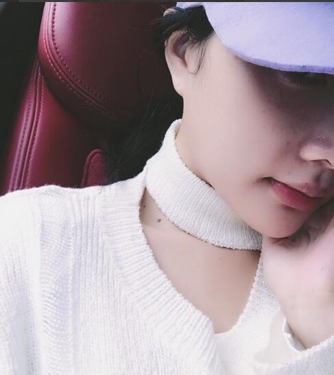 李小璐晒自拍近照 网友却被她脸上的斑吸引了