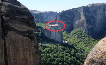400米山峰上竟有这样的建筑 简直让人惊叹
