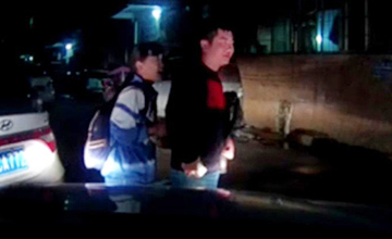 贵州女学生当街遭人劫持现场