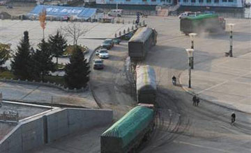 黑龙江警察收钱放行超载车现场