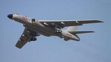 实拍:轰6K挂巡航导弹降临珠海航展现场