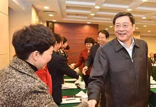 省领导看望并勉励出席省党代会代表
