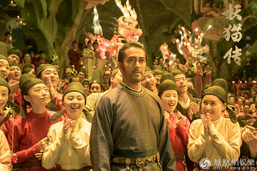 刘昊然饰演的白龙与欧豪饰演的丹龙化身一对擅长幻术的白鹤少年,似是