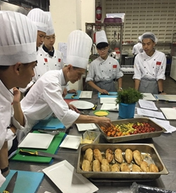 青岛烹饪学校举行拜师仪式