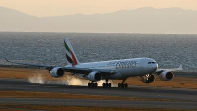 卡塔尔航空一架飞机遭遇强气流
