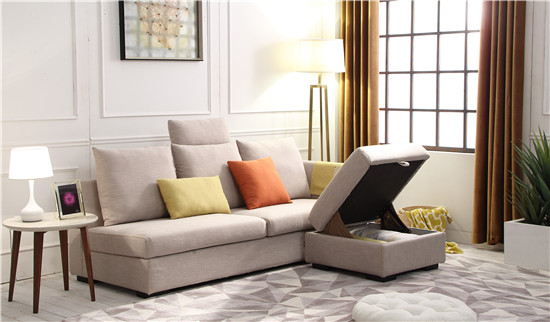 中小户型:L型沙发 如果一味的考虑沙发外观和花样,用尺寸过大或者过小的沙发布局整个客厅,家居整体观感肯定差得一塌糊涂,要不太空要不就显得太拥挤。 L型沙发三人位+贵妃位,适合空间面积在15平米左右的客厅, 如果面积足够大可以增加单人位,这样就能够最大程度利用客厅空间。
