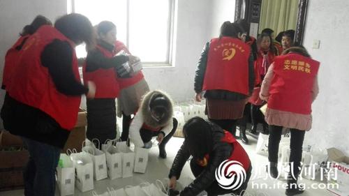 河南民权县志愿者v学生a学生学生中学送温暖_河吗寒冬文汇中有高图片