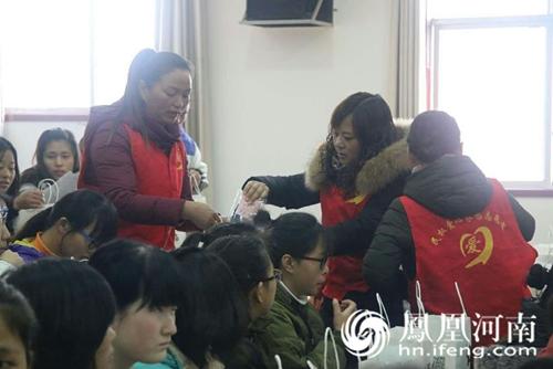 河南民权县志愿者v学生a学生学生寒冬送温暖_河高中生帅帅图片